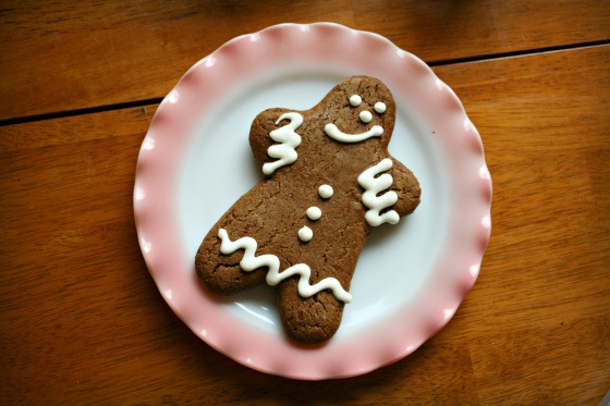gingerbreadmanonpinkplate