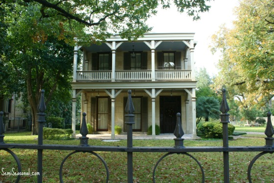 kingwilliamdoubleporches1